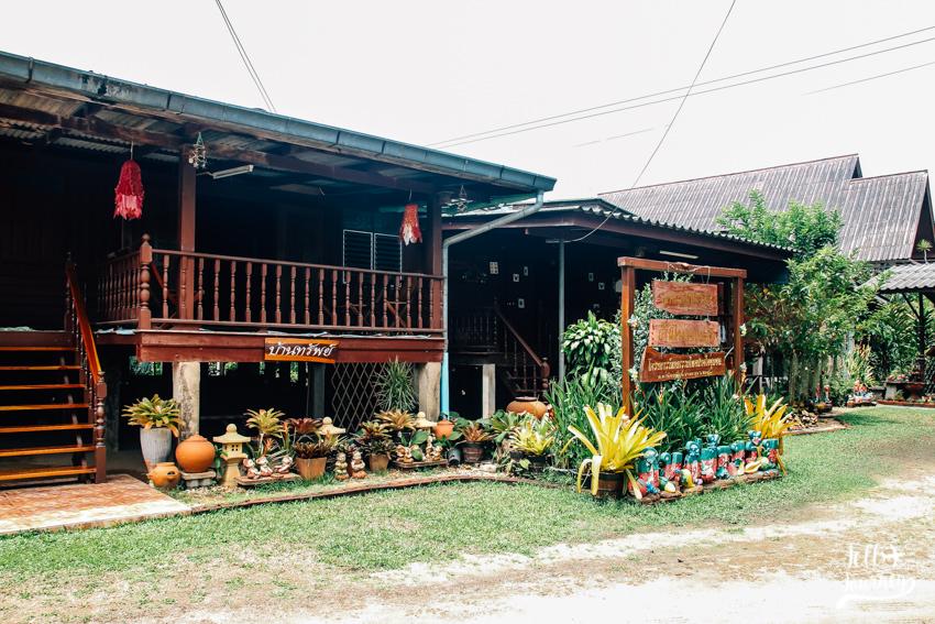 บ้าน 100 เสา หมู่บ้านตะเคียนเตี้ย ที่ชลบุรี